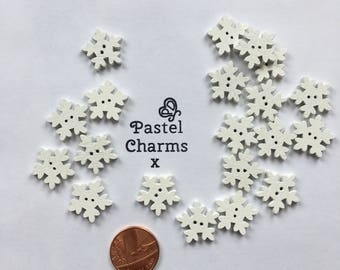 Pack of 10 wooden snoflake embellishments