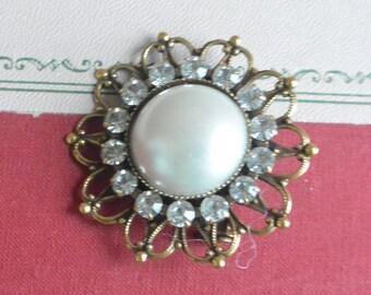 Pearl & Rhinestone Brooch - Beautiful Detail, Statement  - Vintage - Rare, Beautiful!