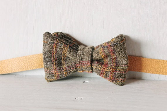 Bow tie unisex >> Textured grey patterned bow, leather strap, buckle >> Brisbane