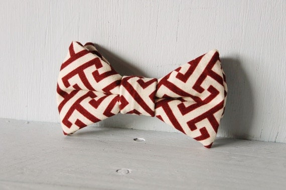 Dog bow tie >> Maroon and cream bow with elastic >> Pet gift