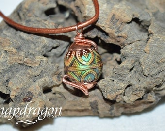Colour change wire wrapped bead pendant