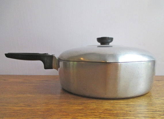 Vintage round magnalite wagnerware 4569 skillet with lid for Prix container martinique