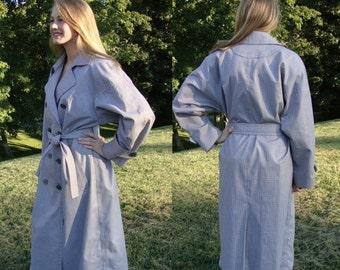 CLEARANCE Vintage trench coat, raincoat, 1980s,  London Fog, boho, spy coat, gray & white houndstooth plaid,  all weather coat, size 10