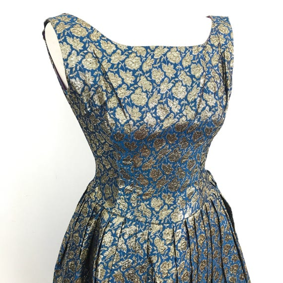 1950s dress blue brocade full skirt party dress 50s New Look 6 8 turquoise green dress daisy flowers pin up rockabilly