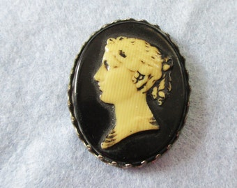 1940's Celluloid  cameo brooch/pin  - Estate Find!