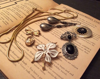 Mix Lot of Vintage Jewelry