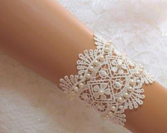 6 inch Lt Ivory Lace Bracelet / Wedding Lace Bracelet / Bridal Wrist Cuff