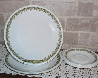 Corelle Spring Blossom,Crazy Daisy corelle dinnerware mixed lot of 8 pieces, 3 dinnerplates and 5 saucers