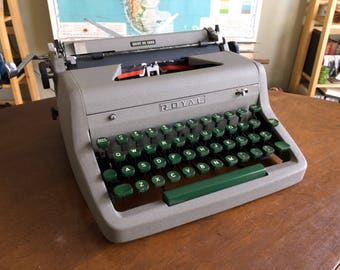 Vintage 1950s Royal Quiet DeLuxe Typewriter - Great Working Condition with New Ribbon