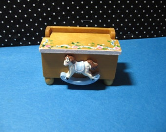 Toy Chest, hand made Miniature, by Sally Dohrman, Opens, Dollhouse, toy, vintage   (Toy chest)