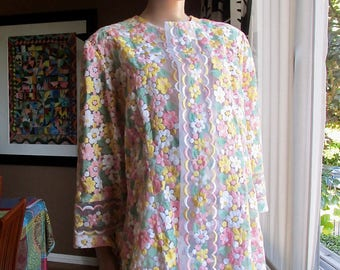 Vintage housecoat.Floral embroidered jacket.