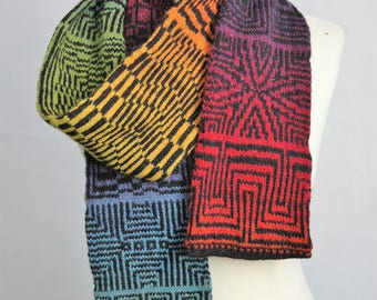 Scarf with geometric patterns