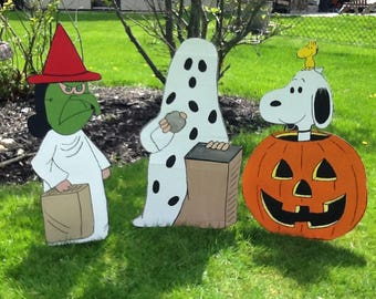 Hand Painted   Charlie Brown-  I got a rock  Snoopy In Pumpkin-Lucy  Halloween Yard Art