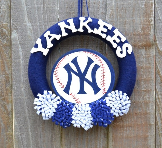 New York Yankees Home Decor: New York Yankees Wreath // Yarn Wreaths // MLB Baseball