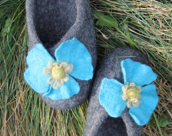 Ready to ship -womens slippers-felted slippers-turquoise flower-natural grey - Size US6,5/ EU 37