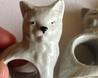 6 ceramic napkin rings serviette holders in the shape of a cat kitten hand painted and all in perfect condition