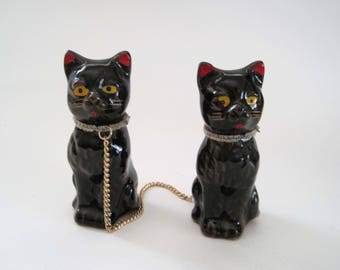 Vintage Redware 2 Black Cat Figurines on Chain, Japan, Pair of Small Black Cat Red Ware Figurines Same Size, Vintage Black Cats