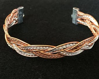 BRAIDED WIRE BRACELET
