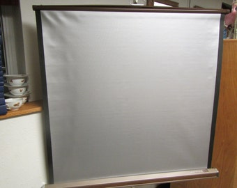 "vintage DA-Lite Silver Pacer   MOVIE SCREEN  Portable Tri pod , Projection Screen ** 40"" wide x 40""high screen , looks new"