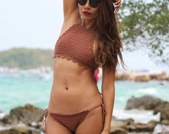 Model Monterosso, crochet bikini top and bottom customizable (choose your favorite color) linings come extra, cheeky bottom