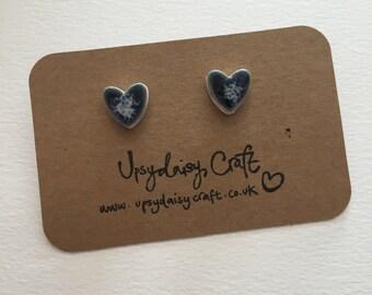 Ceramic heart stud earrings - Medium - Navy Speckle