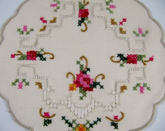 "Vintage Set of 6 Hand Embroidered Linen Doilies 6"" x 5.5"""