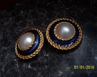 One Pair Only * Beautiful Authentic Vintage Large 80's Clip on Earrings