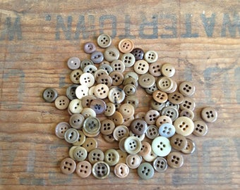Vintage Brown/Beige/Tan Buttons. Assortment of 100 buttons. Vintage Buttons. Old Buttons. Button Assortment. Tan Buttons. Vintage Fasteners.