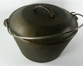 Large Antique Cast Iron Dutch Oven Stew or Bean Pot with Lid