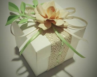 Handmade favor box with cardboard box, ecru lace, satin ribbon and floral decorations in paper-custom