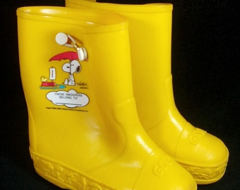 Vintage Snoopy and Woodstock Children's Rain Boots, Size 11, Peanuts Snoopy Boots, Charles Schulz, Retro 70s, Peanuts Collectible