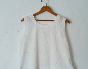 Vintage Handmade White Floral Applique Tank Scoop Neck Blouse