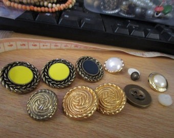 vintage buttons total of 12, faux pearl,tiny plastic black,2yellow plus 1black.2 flat faux pearls good condition