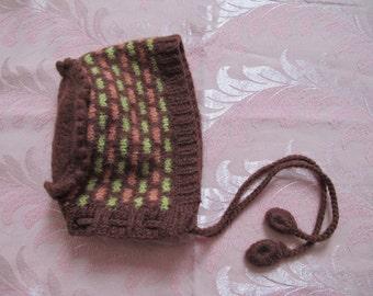 Vintage hand knitted woolen baby bonnet.