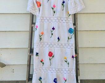 Vintage 70s Bell Sleeved Mexican Wedding Dress Size-Medium