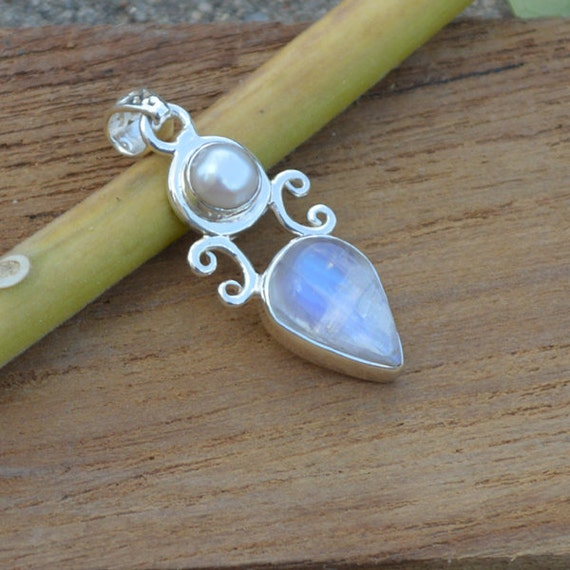 Blue Rainbow Moonstone, South Sea Pearl Pendant Bezel set in  Silver, p, AAA Blue topaz, AAA moonstone, AAA Blue Flash Moonstone Pendant