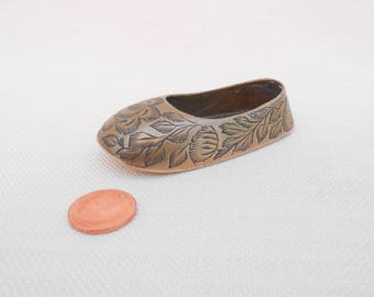 Small Brass Slipper/Shoe Ashtray - Made in India - Vintage Brass Ornament, Brass Home Decor, Collectible Shoe, Cabinet Curio, Indian Brass