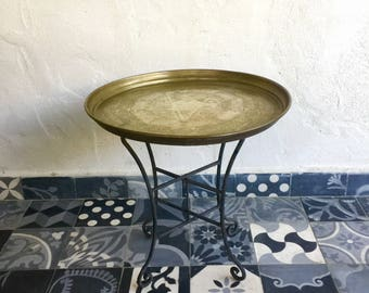 Golden copper Moroccan nineteenth finely chiseled former plateau