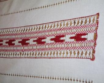Folk Ukrainian Rushnyk Wool Table runner Towel Woven Serape Table traditional Table topper ethnic home rustic kitchen decor red and white