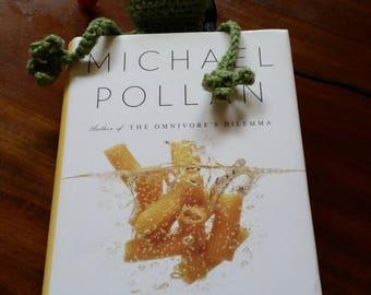 Frog bookmark, crochet bookmark, handmade,crochet,frog,amphibians, green, funny bookmark, crochet amphibians