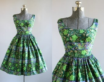 Vintage 1950s Dress / 50s Cotton Dress / TORI RICHARD Green Floral Print Sun Dress XS/S