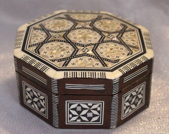 Vintage Beechwood Box Mother-Of-Pearl Inlay with Red velvet lining, Inlay Wood
