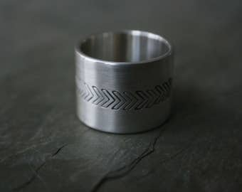 wide silver band with stamped arrow detail