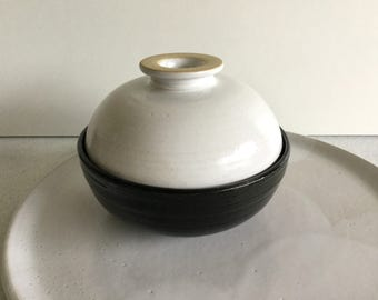 Ceramic bowl with lid. Soup bowl. Bowl with lid to keep warm. Small black Bowl with satin white cover.