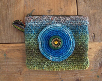 Case / wallet, crocheted with high quality yarn.