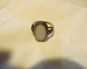 Silver and White Stone Ring - Size 7