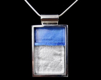 Elegant Pendant / Blue and White Metallic Pendant / JP528