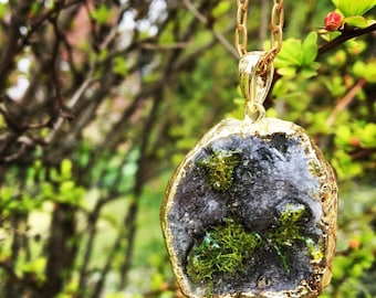 geode agate crystal pendant with preserved moss in resin terrarium necklace, gold, brass, wedding, flowers ,boho, mom