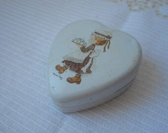 vintage Australian metal pill box / trinket box collectible