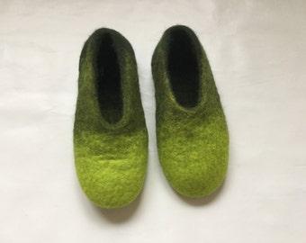 Felted slippers size 39 (eu), 9 (us), 7 (uk).